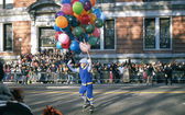 NEW YORK-NOV 22: A holiday tradition since 1924, the annual Macy's Thanksgiving Day Parade is seen by more than 3.5 million people. Pictured here in 2012 is a clown on roller skates. — Stock Photo