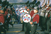 NEW YORK-NOV 22: A holiday tradition since 1924, the annual Macy's Thanksgiving Day Parade is seen by more than 3.5 million people. Seen in 2012 is the drum section of one of the many marching bands. — Zdjęcie stockowe