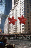 NEW YORK-NOV 22: A holiday tradition since 1924, the annual Macy's Thanksgiving Day Parade is seen by more than 3.5 million people. Seen here in 2012 at the end of the parade are the Believe balloons. — Stock fotografie