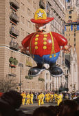 NEW YORK-NOV 22: A holiday tradition since 1924, the annual Macy's Thanksgiving Day Parade is seen by more than 3.5 million people. Pictured here in 2012 is the Harold the Fireman balloon. — Stok fotoğraf
