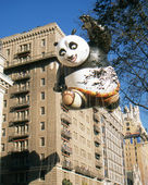 NEW YORK-NOV 22: A holiday tradition since 1924, the annual Macy's Thanksgiving Day Parade is seen by more than 3.5 million people. Pictured here in 2012 is the Kung Fu Panda balloon. — Stok fotoğraf