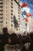 NEW YORK-NOV 22: A holiday tradition since 1924, the annual Macy's Thanksgiving Day Parade is seen by more than 3.5 million people. Pictured here in 2012 is the Papa Smurf balloon. — Stok fotoğraf