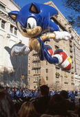 NEW YORK-NOV 22: A holiday tradition since 1924, the annual Macy's Thanksgiving Day Parade is seen by more than 3.5 million people. Pictured here in 2012 is the Sonic the Hedgehog balloon. — Stok fotoğraf
