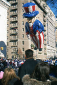 NEW YORK-NOV 22: A holiday tradition since 1924, the annual Macy's Thanksgiving Day Parade is seen by more than 3.5 million people. Pictured here in 2012 is the Uncle Sam balloon. — Stock Photo