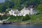 Houses on the Navesink River near Sandy Hook, New Jersey, USA are shown in this image from May 2011. — Foto Stock