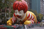 NEW YORK-NOV 21: On the day before the 2007 Macy's Thanksgiving Day Parade, all of the giant balloons are inflated with helium. Pictured here is Ronald McDonald, the symbol of McDonald's restaurants. — Stock Photo