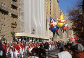 NEW YORK-NOV 24: A holiday tradition since 1924, the annual Macy's Thanksgiving Day Parade is seen by more than 3.5 million people. Seen here in 2011 are the three elves that are right before Santa. — Stock Photo