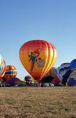 SOLBERG AIRPORT-READINGTON, NEW JERSEY,USA-JULY 17: Pictured are some of the many hot air balloons that flew at the 1987 New Jersey Festival of Hot Air Ballooning. — Stock Photo