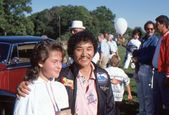 BRANCHBURG, NEW JERSEY, USA-SEPTEMBER 13: Well known balloonist and adventurer, Rocky Aoki (right), founder of Benihana restaurants, is pictured at the 1986 Somerset County Hot Air Balloon Festival. — Stock Photo