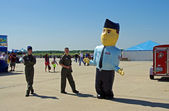 McGUIRE AIR FORCE BASE-WRIGHTSTOWN, NEW JERSEY, USA-MAY 12: Ricky Recruiter, the giant inflatable mascot of the United States Air Force Recruiting Command, greets visitors at the 2012 open house. — Stock Photo