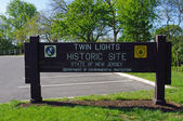 ATLANTIC HIGHLANDS, NEW JERSEY, USA-MAY 19: The sign at the entrance to the Twin Lights National Historic Lighthouse site is pictured in 2014. — Stock Photo