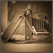 Old vintage camera on a sepia still — Foto Stock