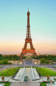 Torre Eiffel and Trocadero — Stock Photo