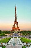 Torre Eiffel and Trocadero — Stock Photo
