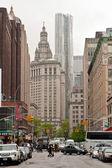 城市现场的沿百老汇街,纽约曼哈顿 — 图库照片