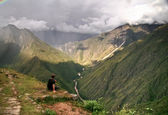 Contemplating the mountains of Machu Picchu, Cusco, Peru — Stock Photo