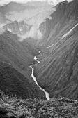 радуга в горах мачу-пикчу, куско, перу — Стоковое фото