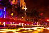 Ocean Drive scene at night lights, Miami beach, Florida, USA — Zdjęcie stockowe