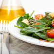 Spinach salad and olive oil — Stock Photo