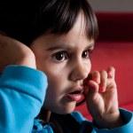 Little girl watching tv alone — Stock Photo