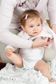 Mom dressing up baby — Foto de Stock