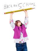 大笑的小女孩拿着大铅笔 — 图库照片