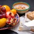 Brie cheese with bread and fruits — Stockfoto