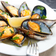 Mussels with white wine and parsley sauce — Stock Photo