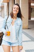 Urban glad och frisk flicka — Stockfoto