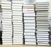 Hög trave böcker — Stockfoto