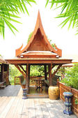 Gazebo en bois antique de style thaïlandais — Photo