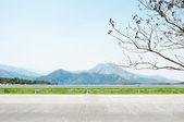 Beautiful mountain scenery - roadside view — Zdjęcie stockowe