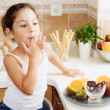 4 years old girl having healthy breakfast — Stock Photo #28290137