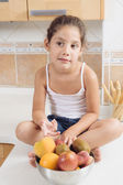 4 years old girl having healthy breakfast. She is funny and crazy. — Stock Photo