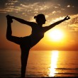 Doing Yoga at Sunset — Stock Photo