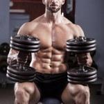 potente uomo muscoloso — Foto Stock #21839291