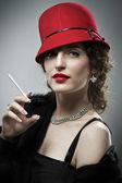 Mulher glamourosa com cigarro — Fotografia Stock