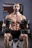 Powerful muscular man — Stockfoto