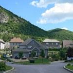 Expensive houses near beautiful mountains — Stock Photo