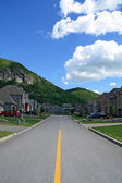 Prestigious suburban neighborhood in mountain area — Stock Photo