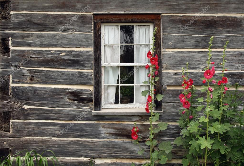 fen tre d 39 une vieille maison en bois photographie goodmoodphoto 21824593. Black Bedroom Furniture Sets. Home Design Ideas
