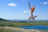 прыжки на солнце — Стоковое фото