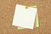 Post-it notes pinned to corkboard — Stock Photo