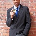 jonge zakenman met een glas wijn — Stockfoto