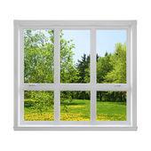 Frühling-Landschaft, die durch das Fenster gesehen — Stockfoto