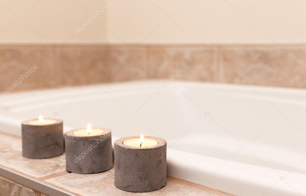 Tre candele decorazione bagno — Foto Stock © GoodMoodPhoto #22470397