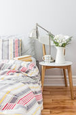 Fresh and bright bedroom decor — Stock Photo