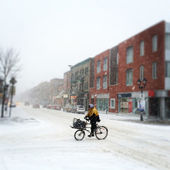 Montreal, Quebec, Canada, cyclist riding in the snow — Stock Photo