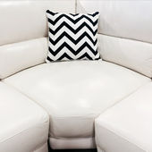 White leather sofa with decorative cushion — Zdjęcie stockowe