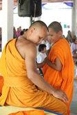 Jovem monge, sendo ordenado — Fotografia Stock